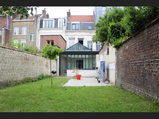 Maison sur lille lille saint michel republique for 82 rue brule maison lille